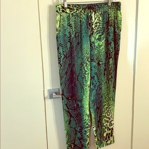 Elie Tahari  green mixed snake print pants size M